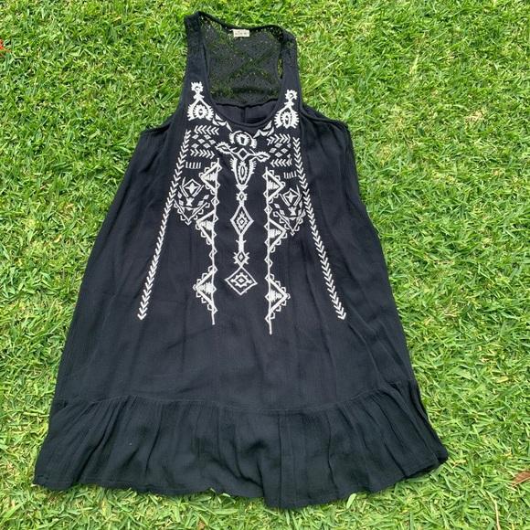Hollister Dresses & Skirts - Black Embroidered Hollister 👗